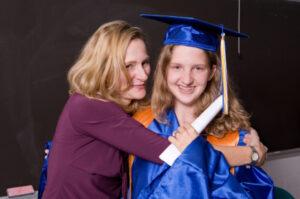 grad with mom
